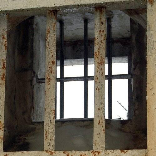 Więzień powiesił się na prześcieradle