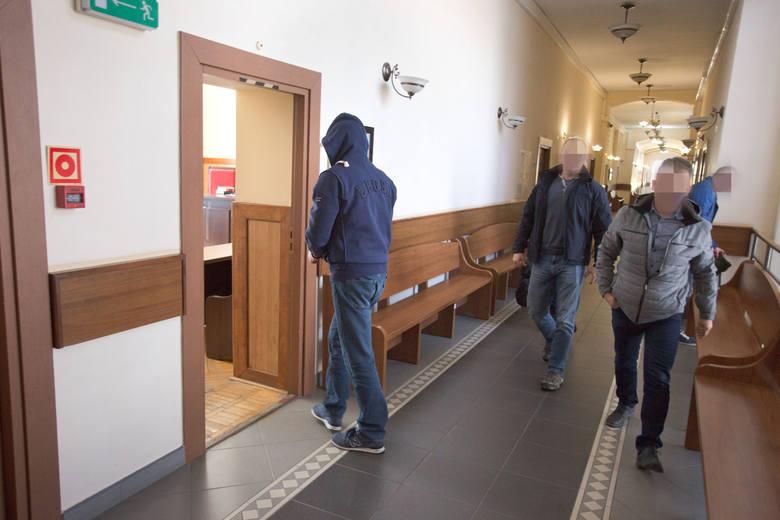 Areszt za niebezpieczne materiały znalezione w mieszkaniu przy ul. Grunwaldzkiej w Ustce [ZDJĘCIA]