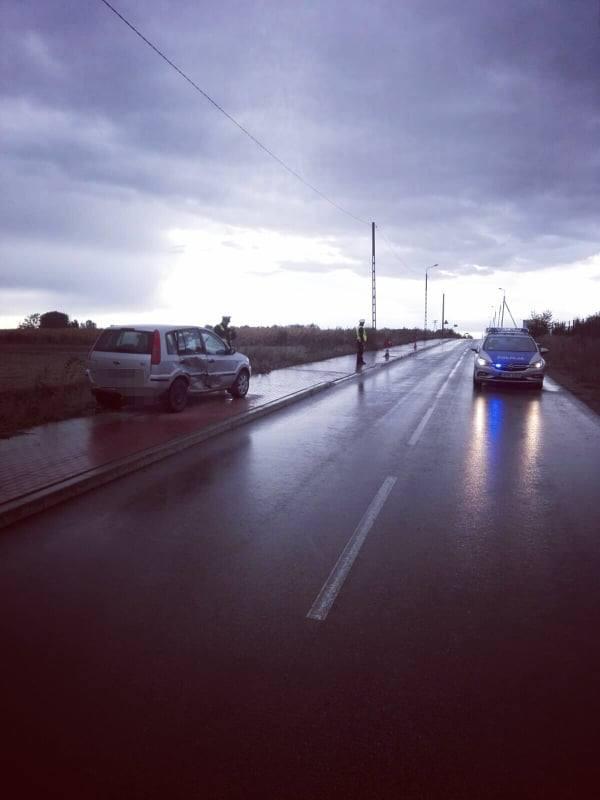 Czyżew. Ford zderzył się z Peugeotem na skrzyżowaniu. Trzy osoby ranne, w tym dzieci [ZDJĘCIA]