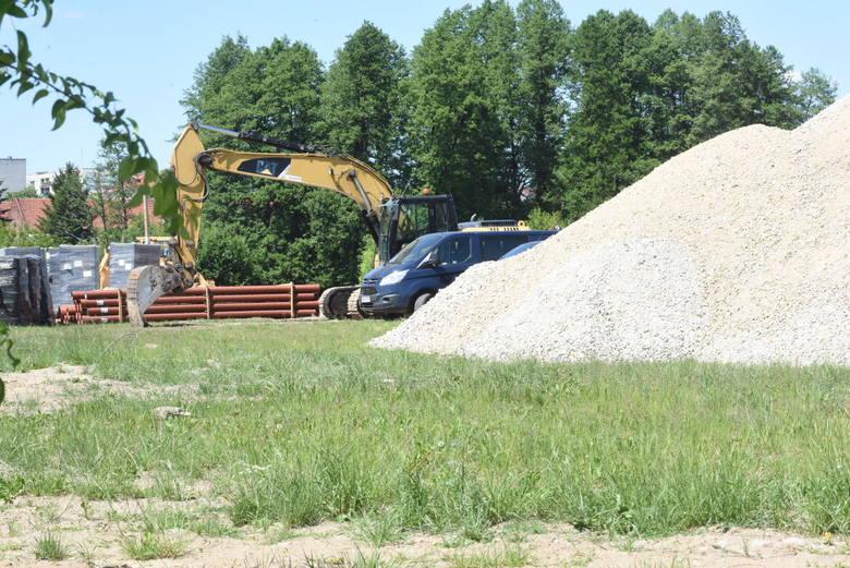 Co nowego w Parku Miejskim - Dolina Strugi Świebodzińskiej. Zajrzeliśmy ponownie na plac budowy na błoniach w Świebodzinie