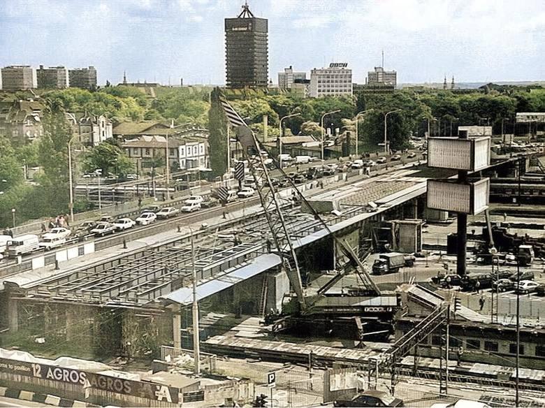 Pamiętacie Poznań bez Starego Browaru, Kupca Poznańskiego, Avenidy oraz... bez korków? Zobaczcie 50 zdjęć miasta sprzed niespełna trzydziestu lat. Tak