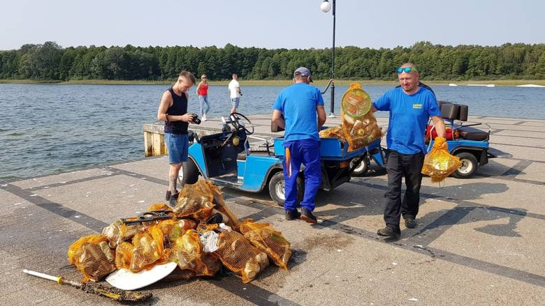 W sobotę odbyło się wielkie sprzątanie jeziora w Skorzęcinie, w którym wzięli udział nurkowie. Zobacz, co znaleziono na dnie jeziora --->