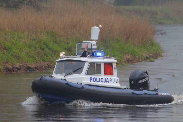 W poszukiwaniach mężczyzny biorą udział policjanci z różnych jednostek i strażacy