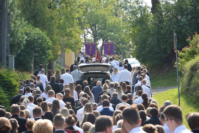Chyżne. Pogrzeb tragicznie zmarłej 18-letniej Angeliki, która zginęła w wypadku w Szaflarach