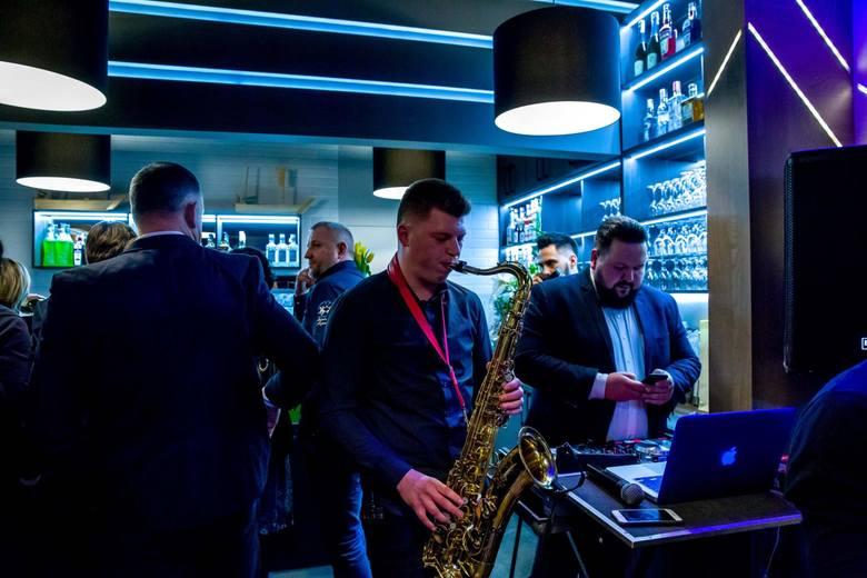 Obecnie pod markę Koku Sushi działa 18 barów: w Świnoujściu, Gdańsku, Łomży, Poznaniu, Kaliszu, Warszawie, Lubinie, Ostrowiu Wielkopolskim (najstarszy