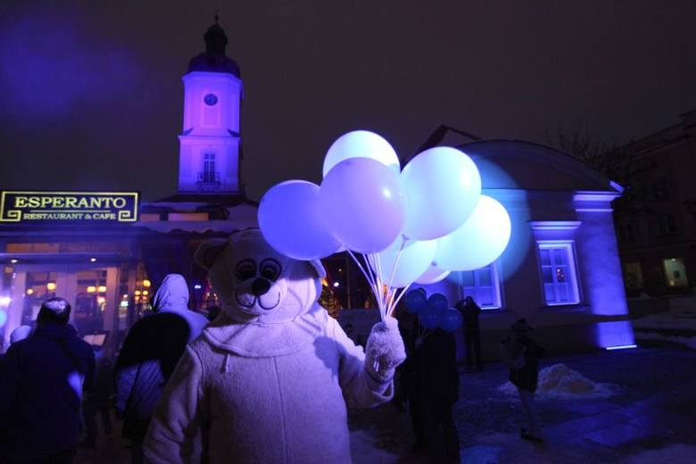 Niebieski ratusz w Światowy Dzień Wiedzy na Temat Autyzmu (zdjęcia, wideo)