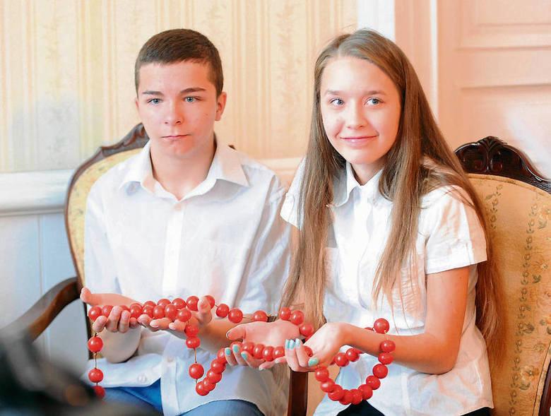 Spotkanie marszałka z dziećmi, które wykonały różaniec z chleba dla Ojca Świętego. To będzie dla papieża Franciszka niezwykła pamiątka z Małopolski