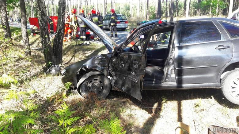 Motocykl i osobówka zderzyły się w Bierdzanach. Na miejscu lądował LPR. Nie żyje pasażerka motocykla, kierujący w szpitalu