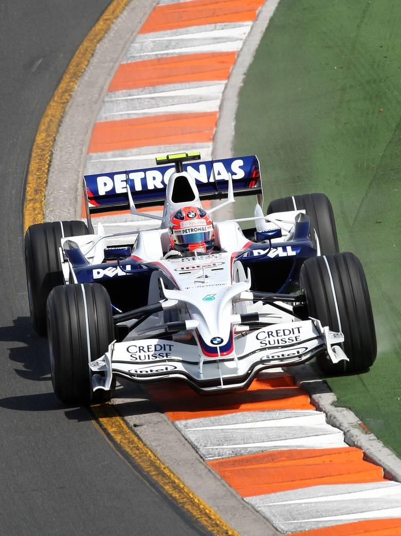 Dwa lata później znów miał pecha. 29 marca 2009 roku podczas GP Australii na trzy okrążenia przed metą Kubica próbował zaatakować Sebastiana Vettela.
