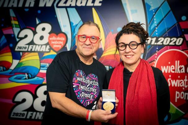 Olga Tokarczuk przekazała medal noblowski na aukcję WOŚP