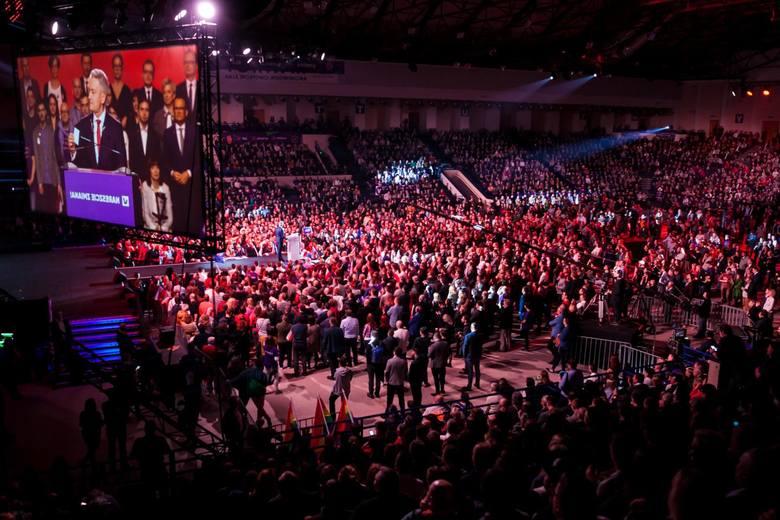 Konwencja partii Wiosna Roberta Biedronia odbyła się w niedzielę na warszawskim Torwarze