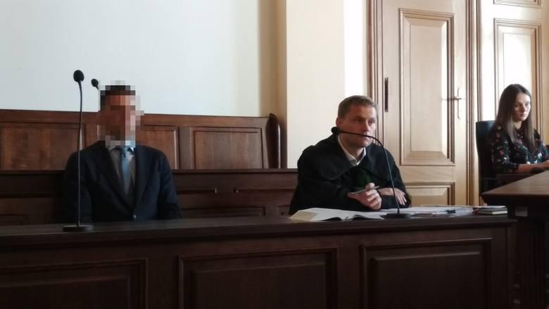 Sąd początkowo umorzył postępowanie wobec Jędrzeja C. Ta decyzja została jednak potem uchylona. Dlatego proces Jędrzeja C. w sprawie Ukrainki Oksany ruszył od nowa.