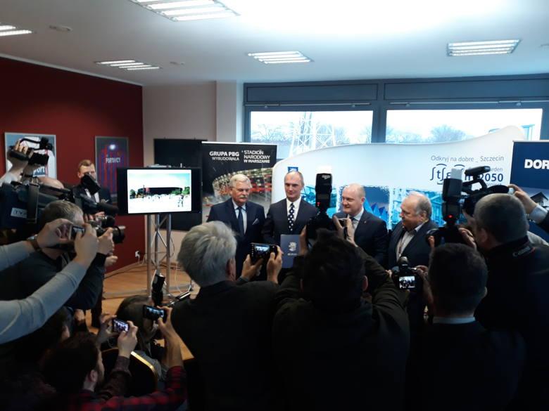 Podpisanie umowy na budowę stadionu w Szczecinie.