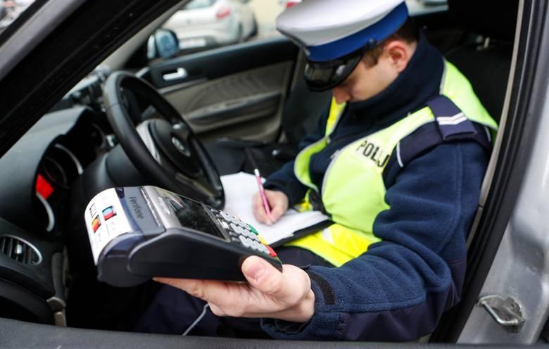 W 2019 r. lubuska drogówka miała pełne ręce roboty. W całym roku policjanci wystawili w sumie 52.850 mandatów drogowych. Sprawdziliśmy, za co kierowcy