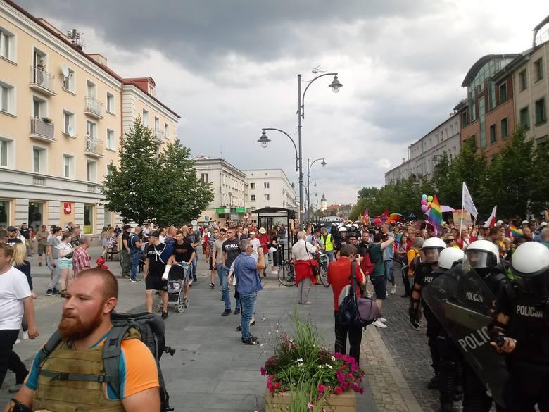 Marsz Równości w Białymstoku. Uczestnicy wyruszyli z opóźnieniem [ZDJĘCIA]