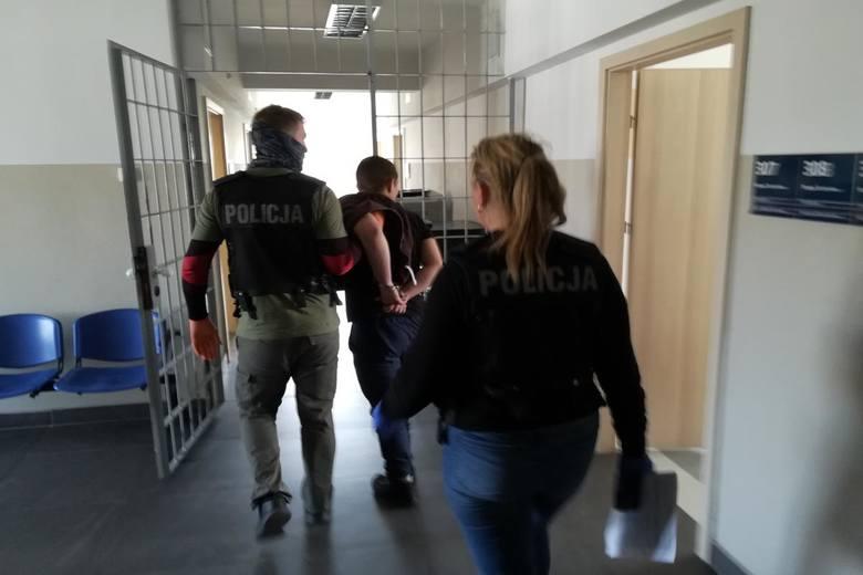 Kolejny sprawca lutowego napadu na grupę Polaków i Ukraińców w Toruniu, wpadł w ręce policji. Poszukiwany mężczyzna w środę okradł sklep przy ul. Legionów.