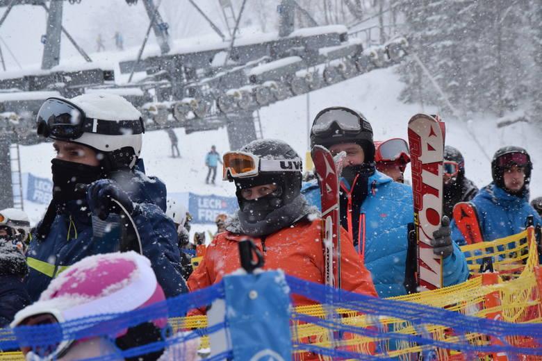 Ośrodki narciarskie w Beskidach są oblegane.Mimo że w ośrodkach panuje bardzo duży ruch, przed kasami i wyciągami tworzą kolejki, to znakomita większość