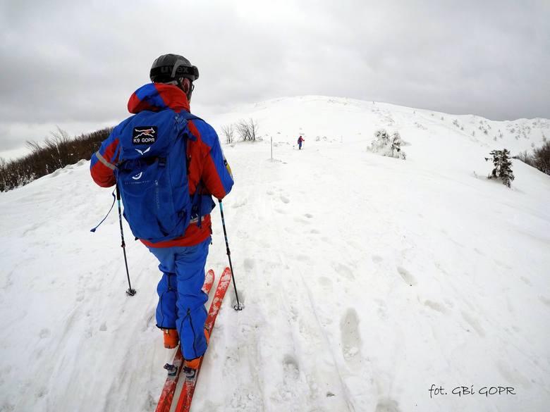 Spore opady śniegu w Bieszczadach. Zagrożenie lawinowe wzrosło do drugiego stopnia