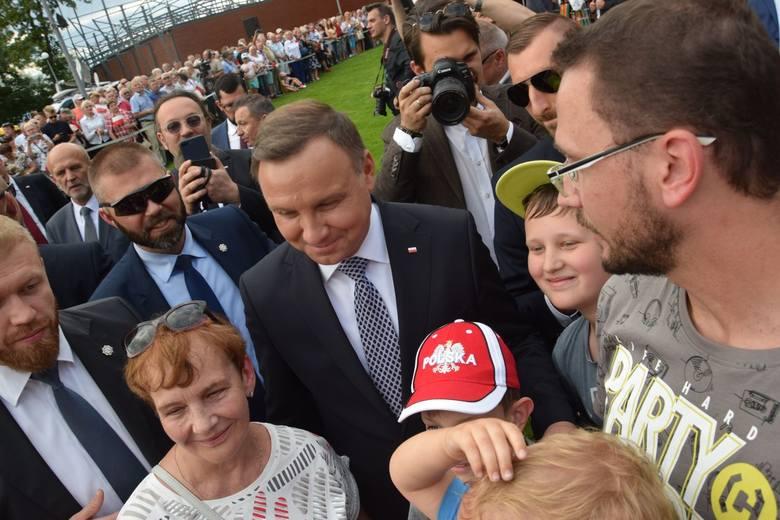 Prezydent Andrzej Duda odwiedza w piątek nasz region. Najpierw pojawił się w Szczecinku, gdzie z mieszkańcami Szczecinka spotkał się nad jeziorem Trzesiecko.