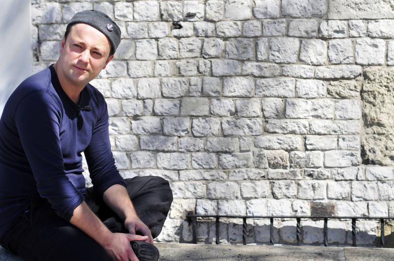 """Czesław Mozil wyrusza w trasę koncertową po Polsce, podczas której zaprezentuje ostatnią płytę """"Księga Emigrantów. Część 2"""""""