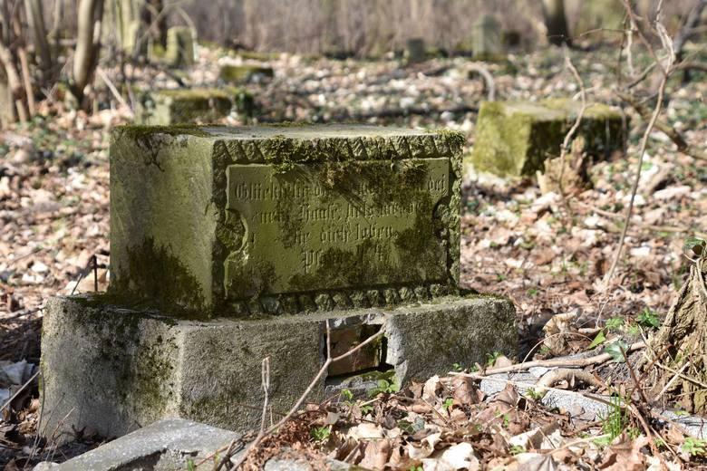 Chwalim/Altreben – do 1945 roku cmentarz Wendów, znanych w trylogii Zofii Mąkosy – Wendyjska Winnica