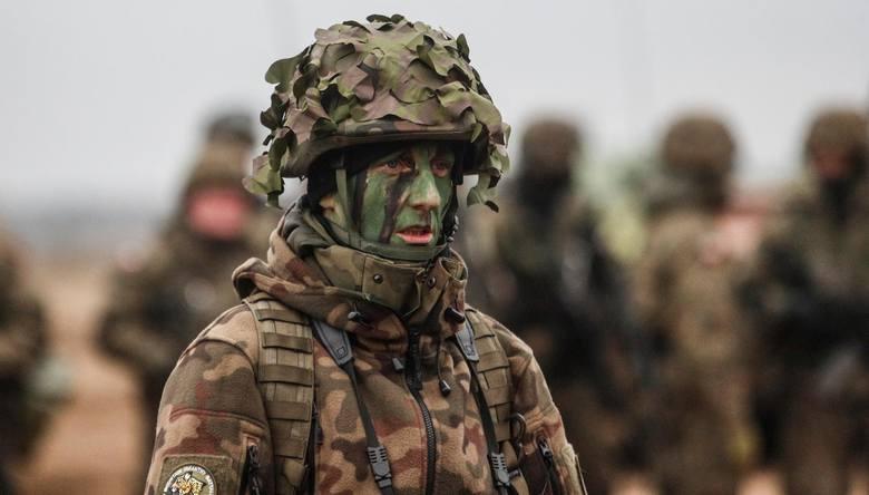 Wysokość wynagrodzeń w wojsku zależy m.in. od stopnia wojskowego. Zawodowi żołnierze otrzymują uposażenie zasadnicze oraz dodatek stażowy. Oprócz tego