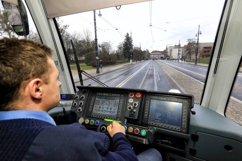 Z powodu pandemii oraz sporej ilości pytań, Miejski Zakład Komunikacji w Toruniu przesunął terminy składania ofert w trzech znaczących przetargach.Nadal