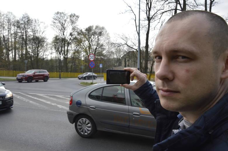 Urzędnik Krzysztof Kropiński dokumentował eksperyment na wideo