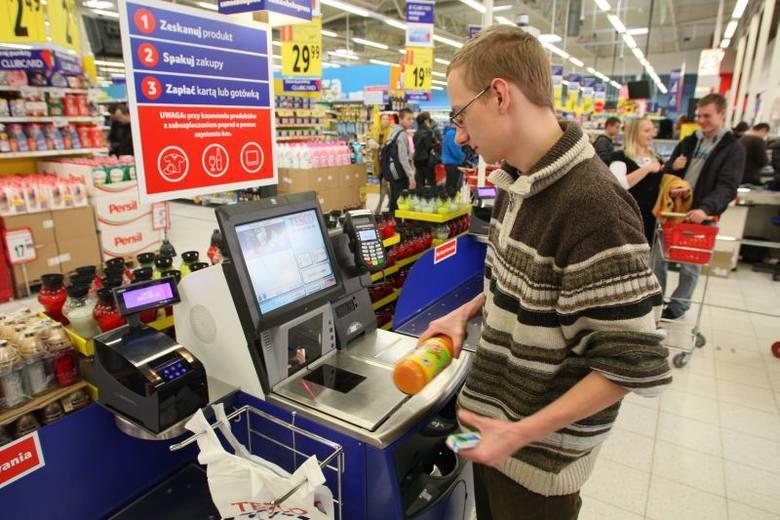 Klienci szybko przekonali się do kas samoobsługowe uruchomionych w kieleckim hipermarkecie Tesco. To dopiero pierwsze z udogodnień, które czekają nas