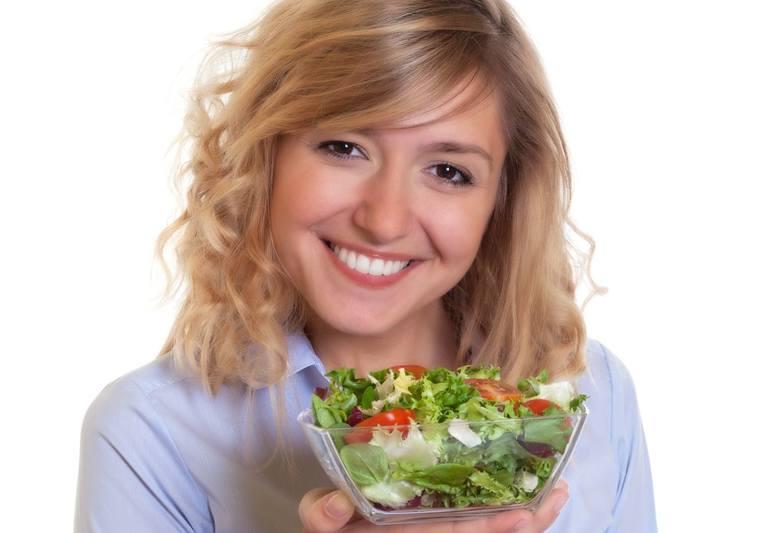 Z najnowszych badań wynika, że u osób, które rezygnują ze śniadań, wzrasta poziom złego cholesterolu LDL. Staraj się zatem wstawać kilka minut wcześniej,