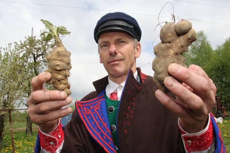 Szymon Płusa, rolnik ze Skarżyska - Kościelnego,   zawładnął sceną podczas konkursu Chłop Roku 2019 w Janowiczkach koło Racławic  w Małopolsce. Z pomocą