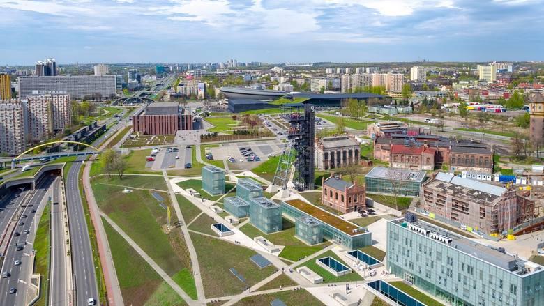 Katowice, strefa kultury. Widok na Muzeum Śląskie, Spodek, MCK i NOSPR. Widać też rondo i Superjednostkę.
