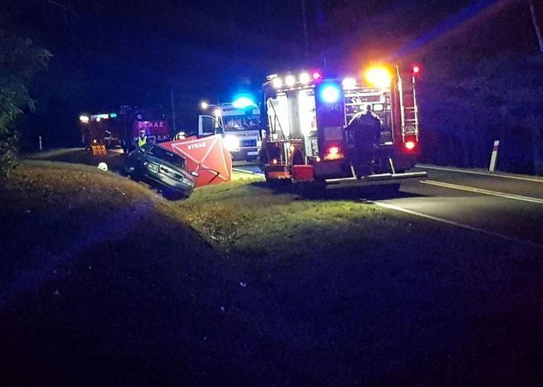 Do tragedii doszło nocą z czwartku na piątek, 6 września, na trasie między Trzebielem i Łęknicą. Zmarł kierowca audi, który zjechał do rowu.Kierujący