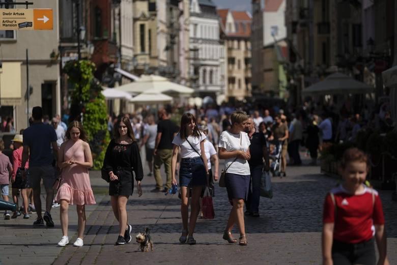 """- Mamy piątek i absolutny brak miejsc noclegowych w Toruniu. Odbieramy rozpaczliwe telefony z prośbą, by """"cokolwiek znaleźć"""". Kierujemy"""