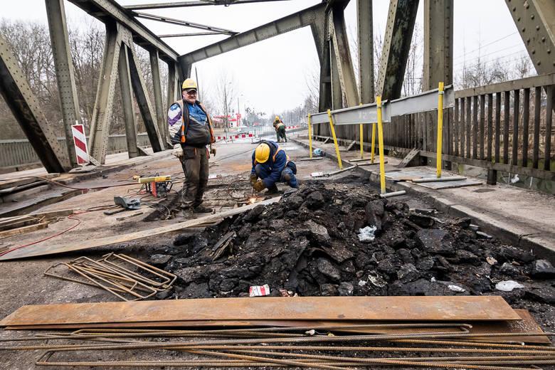 Przypomnijmy, na razie dokonano na moście naprawy, która pozwoliła na otwarcie mostu dla ruchu samochodowego