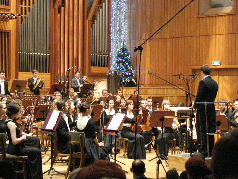 Podczas koncertów karnawałowych zagra Orkiestra Symfoniczna AM w Bydgoszczy pod batutą Michała Dworzyńskiego