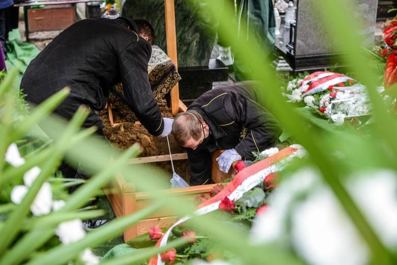 W ciągu tygodnia 8-14 marca 2021 (to ostatnie dostępne dane statystyczne) w Kujawsko-Pomorskiem zmarło 577 osób, a tydzień wcześniej odnotowano 532 zgony.