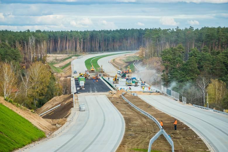 W Tryszczynie, tuż przy granicy Bydgoszczy, powstaje most przez Brdę, który stanie się częścią trasy S5. Na bardzo dobre tempo prac w tym miejscu pozwala