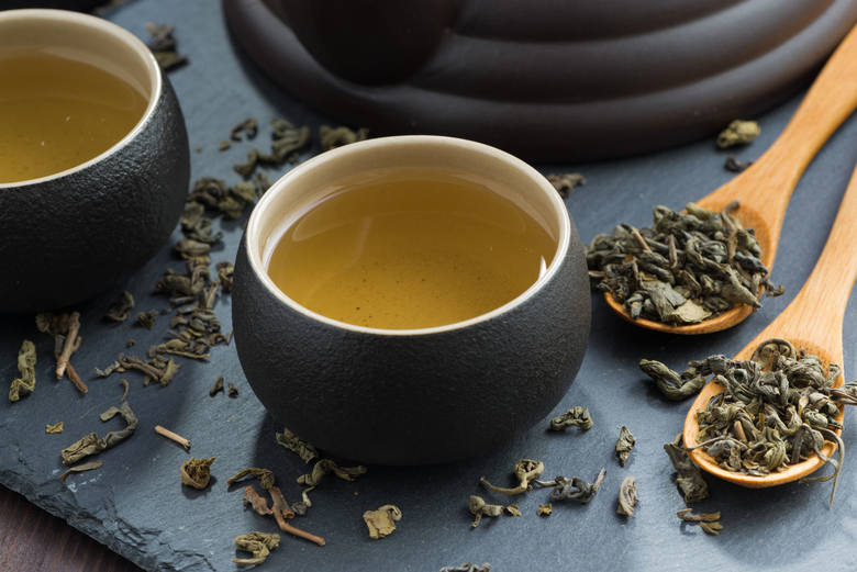 Zielona herbata to liście Camellia sinensis poddane działaniu pary, by nie uległy fermentacji. Z tego powodu jest rodzajem najbogatszym w antyoksydanty