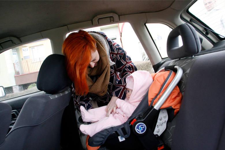 500 plus: Takimi samochodami mogą jeździć 5-osobowe rodziny po zmianach w programie [LISTA]