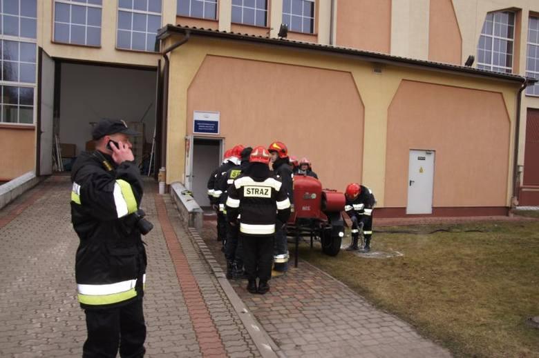 Pożar w elektrowni wybuchł przed godziną 9 rano. Początkowo strażacy nie wiedzieli, gdzie pojawił się ogień.