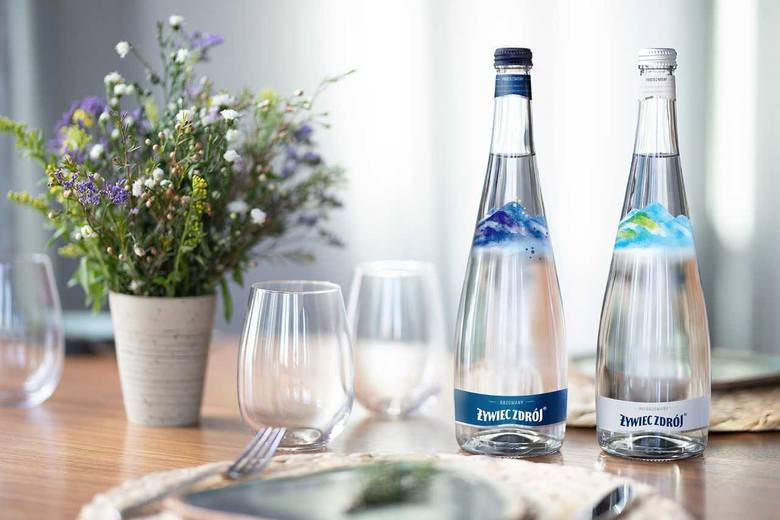 Szklane butelki Żywiec Zdrój inspirowane krajobrazami Żywiecczyzny. Jak się podobają?