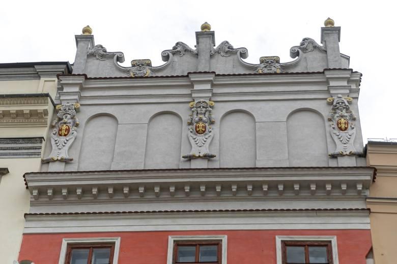 Kamienica Bonerowska, Rynek Główny 9Attyka wieńcząca budynek