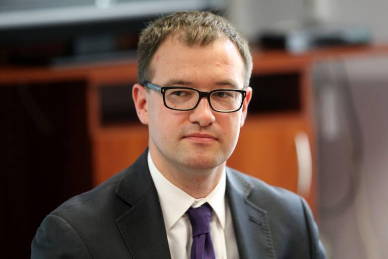 Dr hab. n. med. Łukasz Balwicki z  GUMed: - Choć mamy do czynienia  z pozytywnym zjawiskiem, to tempo odchodzenia Polaków od palenia papierosów jest