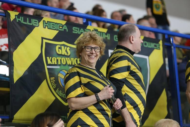 Przyjazd ZAKSY wywołał duże zainteresowanie wśród kibiców. Hala w Szopienicach zapełniła się prawie do ostatnich miejsc. GKS bardzo chciał się zrewanżować