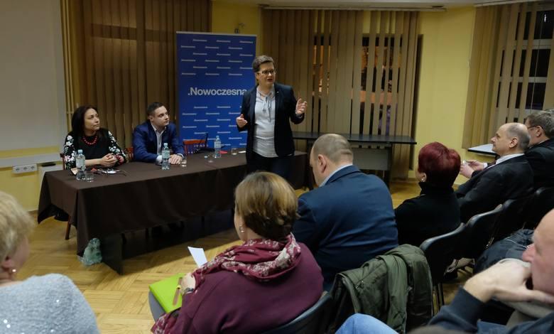 Nowoczesna szykuje się do listopadowych wyborów samorządowych. W spotkania z wyborcami zaangażowała się także przewodnicząca Nowoczesnej, Katarzyna Lubnauer.
