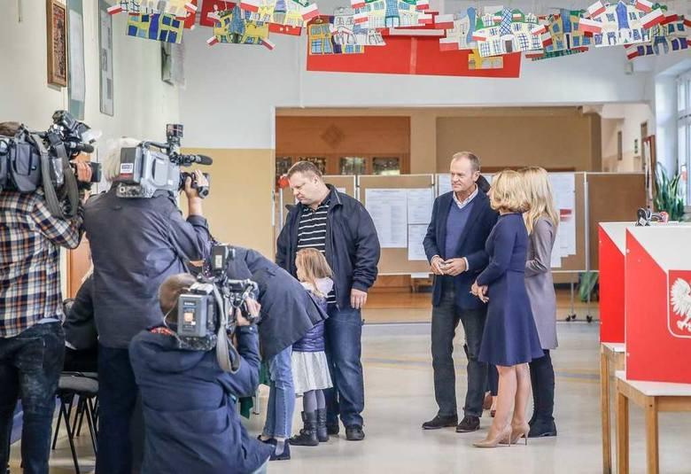 Wybory samorządowe 2018 w Trójmieście. Donald Tusk wraz z rodziną zagłosował w Sopocie [zdjęcia]