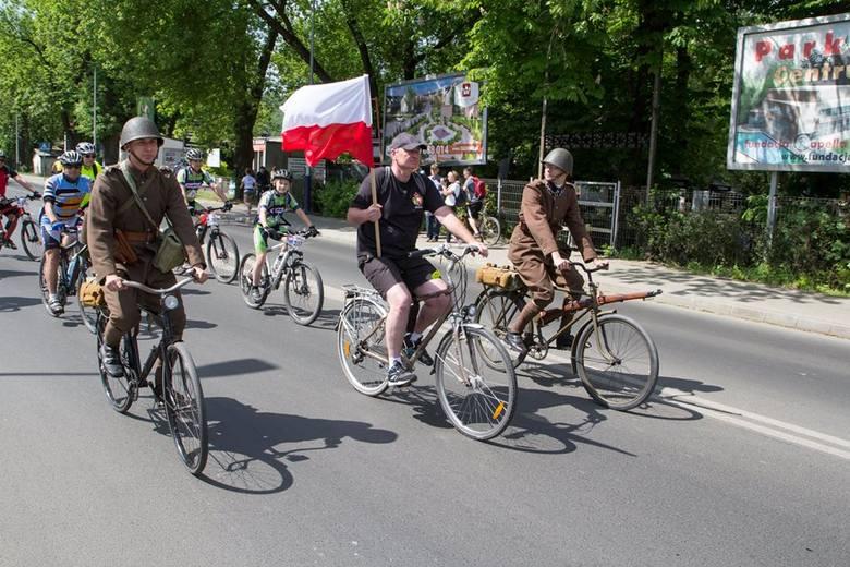 Trzebinia. Pogoda sprzyjała jeździe na rowerze. Tłumy cyklistów na rodzinnym rajdzie [ZDJĘCIA]