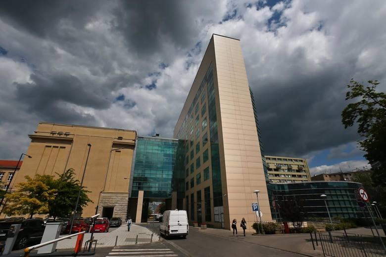 Chętni by studiować na Politechnice Wrocławskiej mogą się już rejestrować w uczelnianym systemie rekrutacyjnym. Na kandydatów czeka ponad 7 tysięcy miejsc,