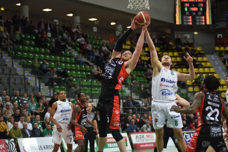 Sensacja w Energa Basket Lidze! Enea Astoria Bydgoszcz pokonała na wyjeździe Stelmet Enea BC Zielona Góra 113:107. Bydgoszczanie przerwali serię piętnastu